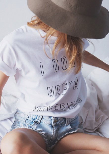 I DONT NEED A BOYFRIEND T-SHIRT